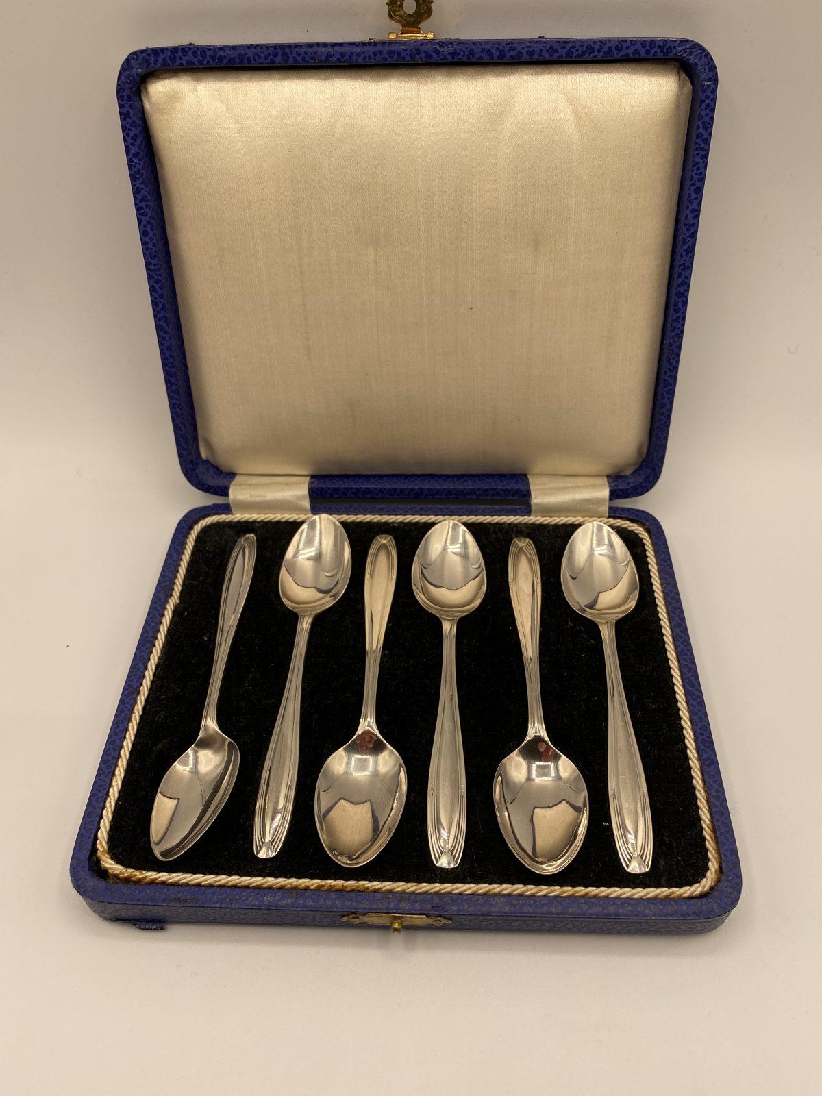 G3 - A Boxed Set of 6 Art Deco Silver Spoons, Birmingham 1930.  £76