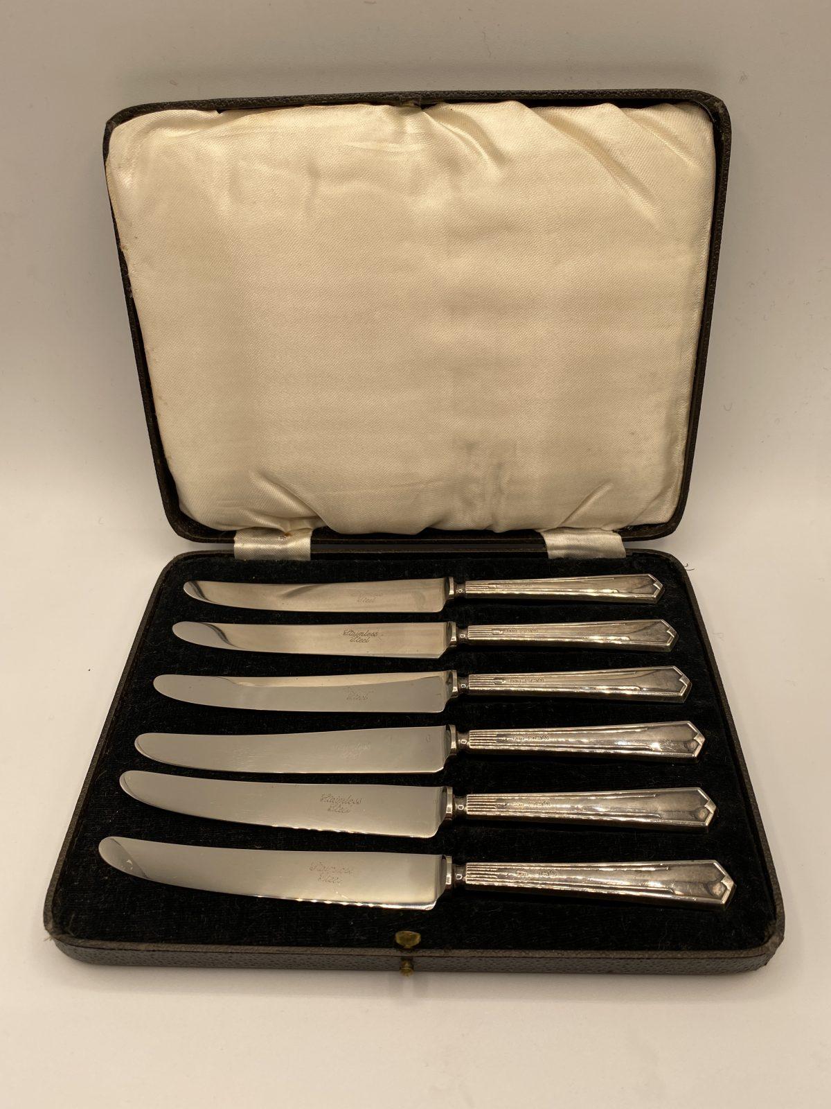G3 - A Boxed Set of 6 Silver Handled Tea Knives, Art Deco, Birmingham 1938.  £84