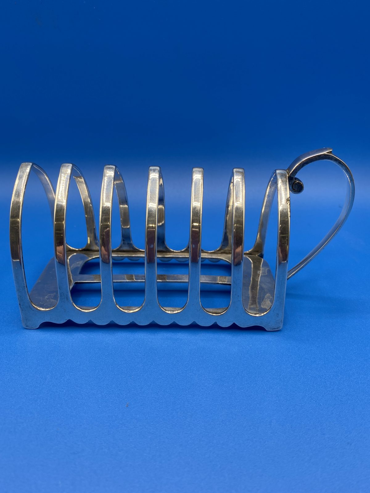 G3 - A Silver Plated 6 Slice Toast Rack with Handle by J.Dixon & Sons.  £44